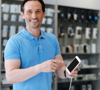 how to find the best wholesale electronics company